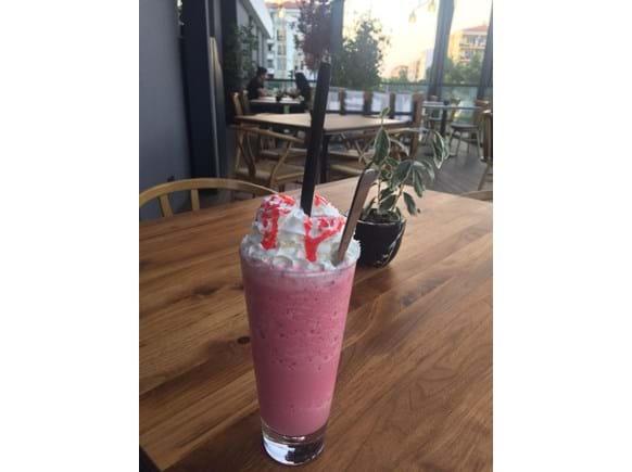 Needion - Çilek Milkshake