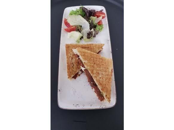 Needion - Mozarella Peynirli ve Sucuklu Tost