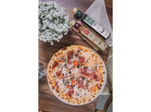 Needion - Caprese Pizza