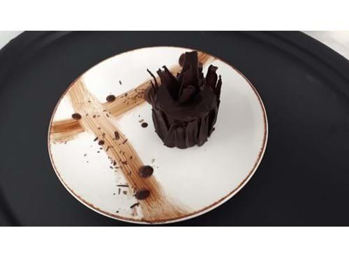 Needion - Viyana Usulü Sacher Cake
